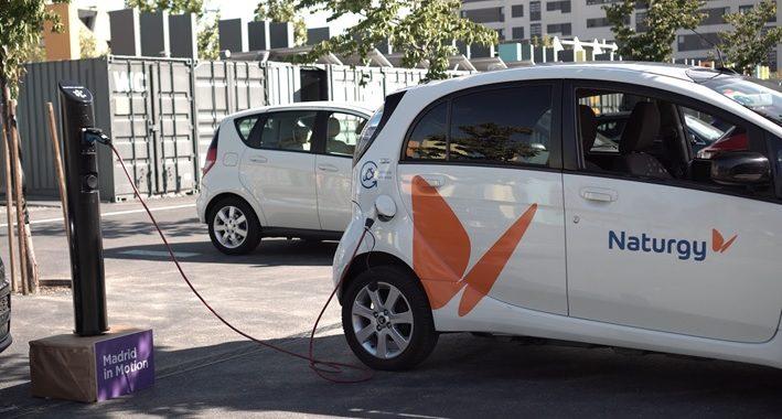 Recargar el coche eléctrico en farolas y bolardos, pagar la gasolina y encontrar aparcamiento hablando con tu propio coche… Madrid in Motion presenta sus avances más innovadores en movilidad